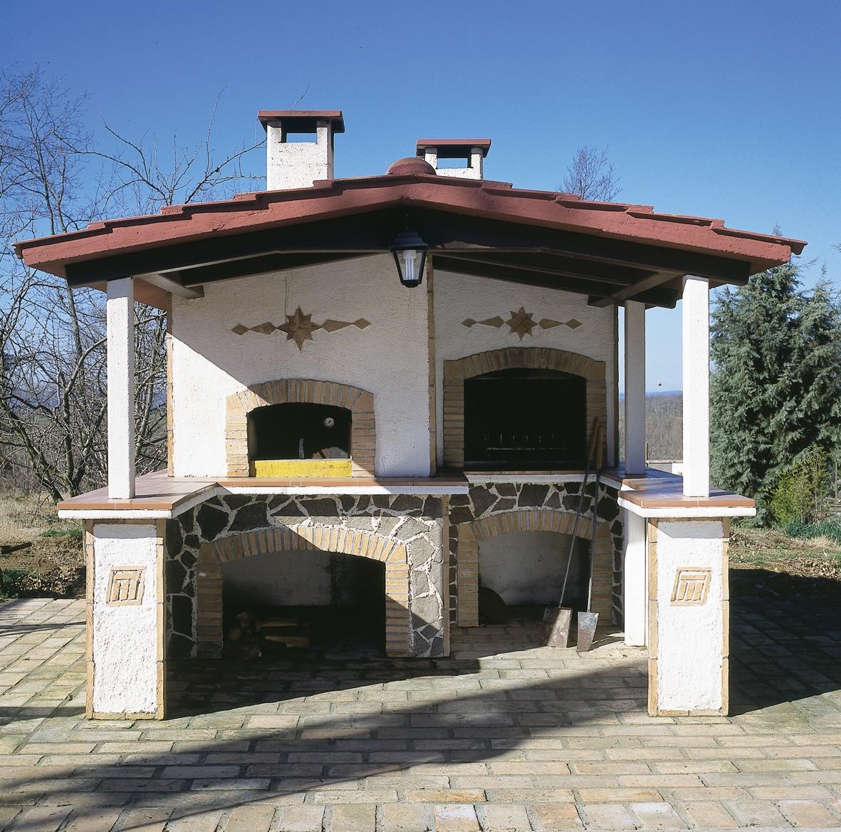 Idee balcone giardino con forno e barbecue da giardino for Barbecue in muratura obi