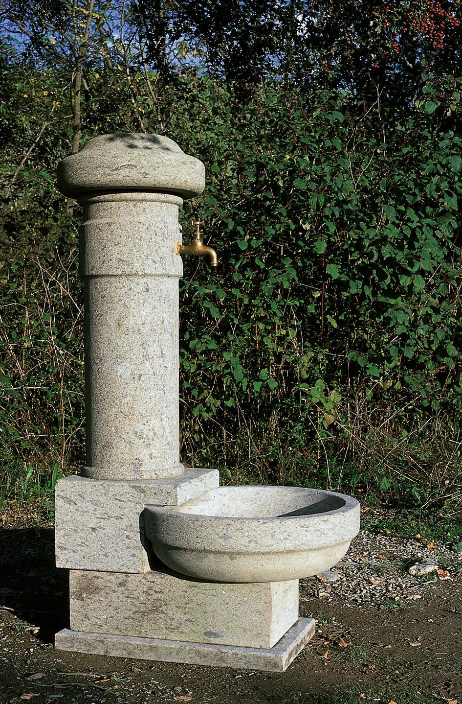 Fontane toscana marmi lavorazione e vendita di - Fontane in marmo da giardino ...