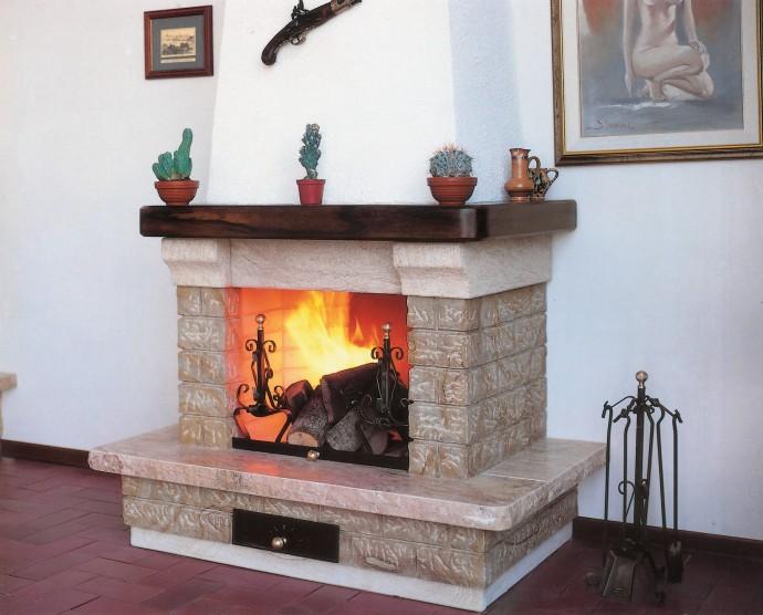 Rivestimento per caminetti caminetto rustico 545 for Camini rivestiti in pietra immagini