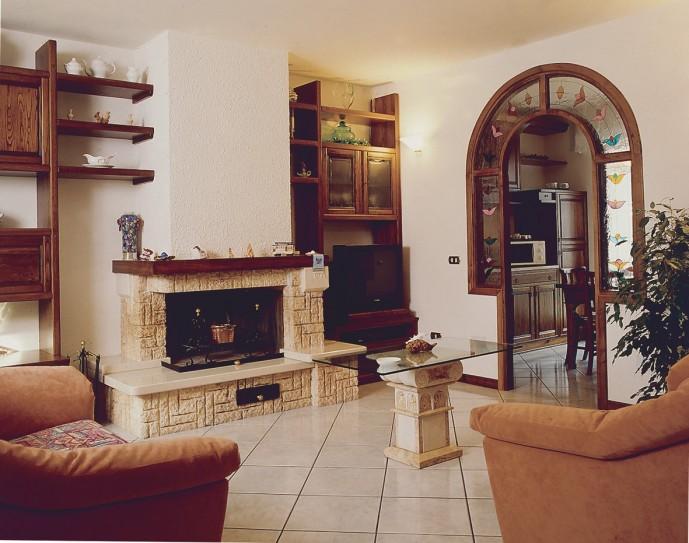 Forni e camini caminetto classico 579 toscana marmi for Economici rivestimenti in legno