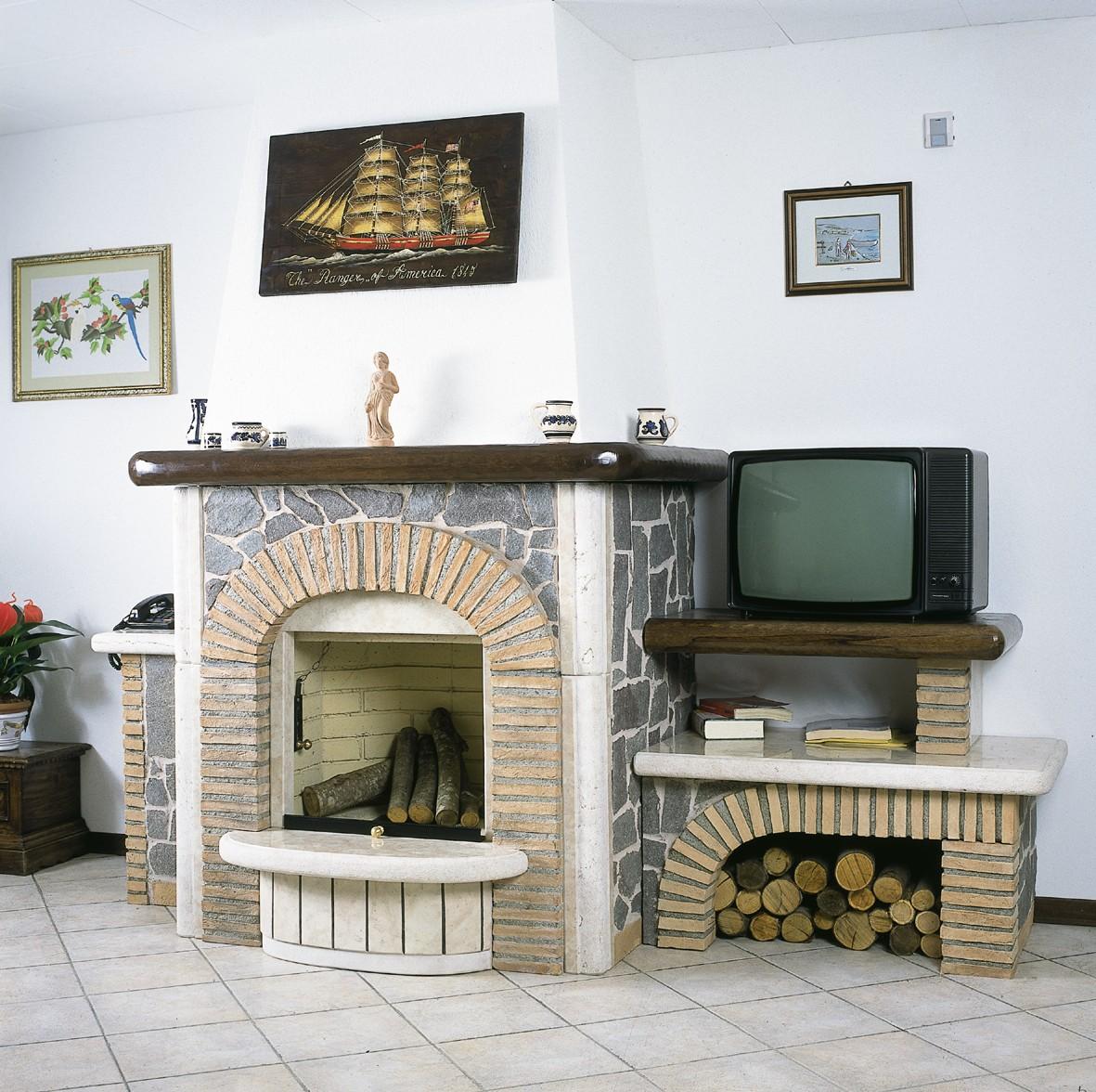Caminetto interno caminetto rustico 590 toscana marmi for Camini rivestiti in pietra immagini